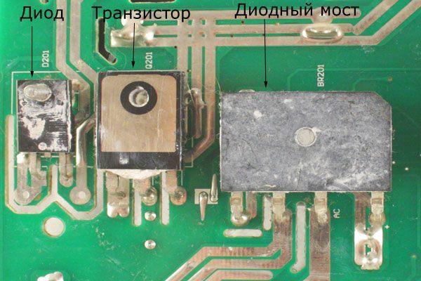 Детали на плате корректора - диод, транзистор, выпрямительный мост