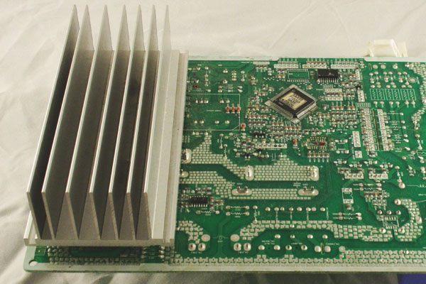 Радиатор для охлаждения активных элемнтов платы